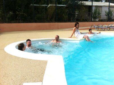 Camping Hyères verwarmd zwembad Jacuzzi Spa Solarium zwembaden