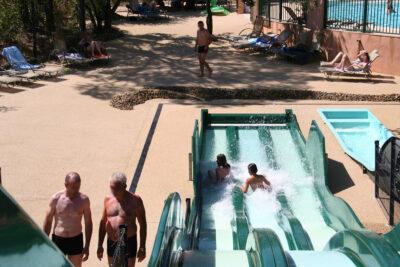 Aquatisch gebied verwarmd zwembad waterglijbaan waterspelletjes