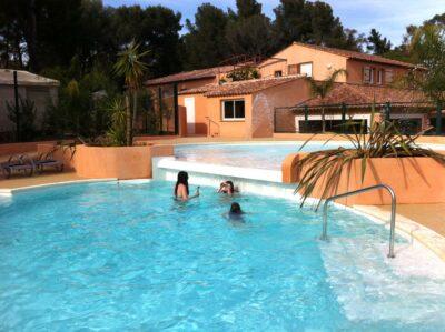 Watergebied rustige verwarmde zwembad ontspanning