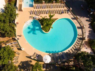 Verwarmd zwembad in het waterpark La-Londe-les-Maures