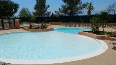 Hyères Beach zwembad ontspanning rustig