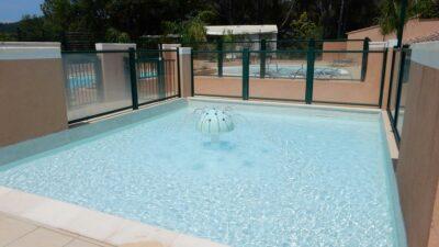 Verwarmd kinderzwembad Vakantie kinderen familie waterspelletjes