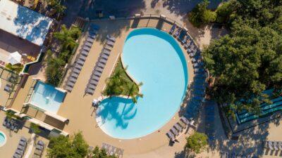 Watergebied verwarmde zwembaden waterglijbanen Vakantie