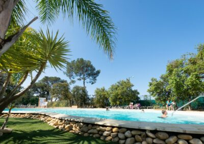 Verwarmde zwembaden aan de Franse Rivièra Aquatic complex Holidays