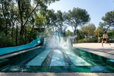 Camping Hyères waterglijbaan zwembad Waterspelletjes