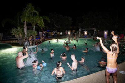 Camping Waterpark avond Animatie gezelligheid familie