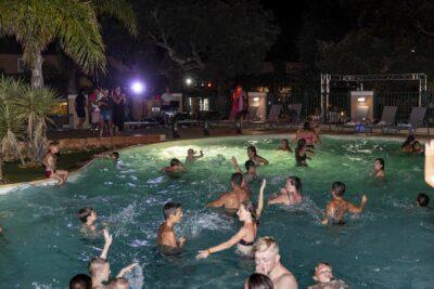 Franse Rivièra zwembad avond Animatie zwembad feest