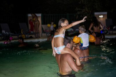 Zwembad Nacht tijd avond Muziek Vakantie