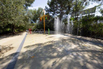 Waterpark zwembad waterspelletjes Animatie familie kinderen