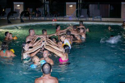 Waterpark Activiteiten zwembad avond Vrienden