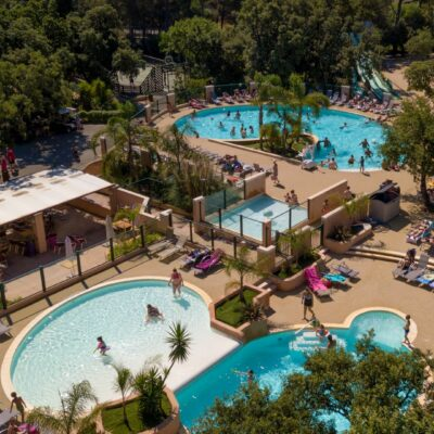 Waterpark / parc aquatique met nieuwe verwarmde zwembaden