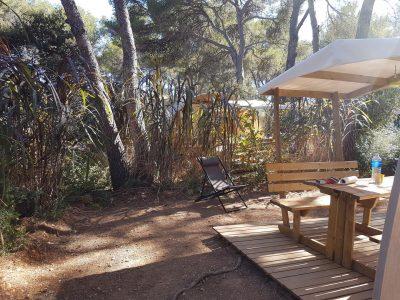 Camping Provence in geïnstaleerde tent in de natuur