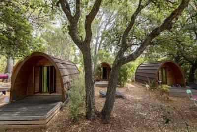 Camping pods hut met vrienden low budget vakantie
