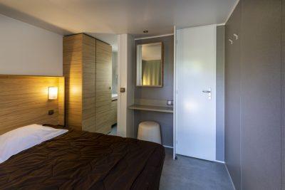 Luxe stacaravan masterbedroom